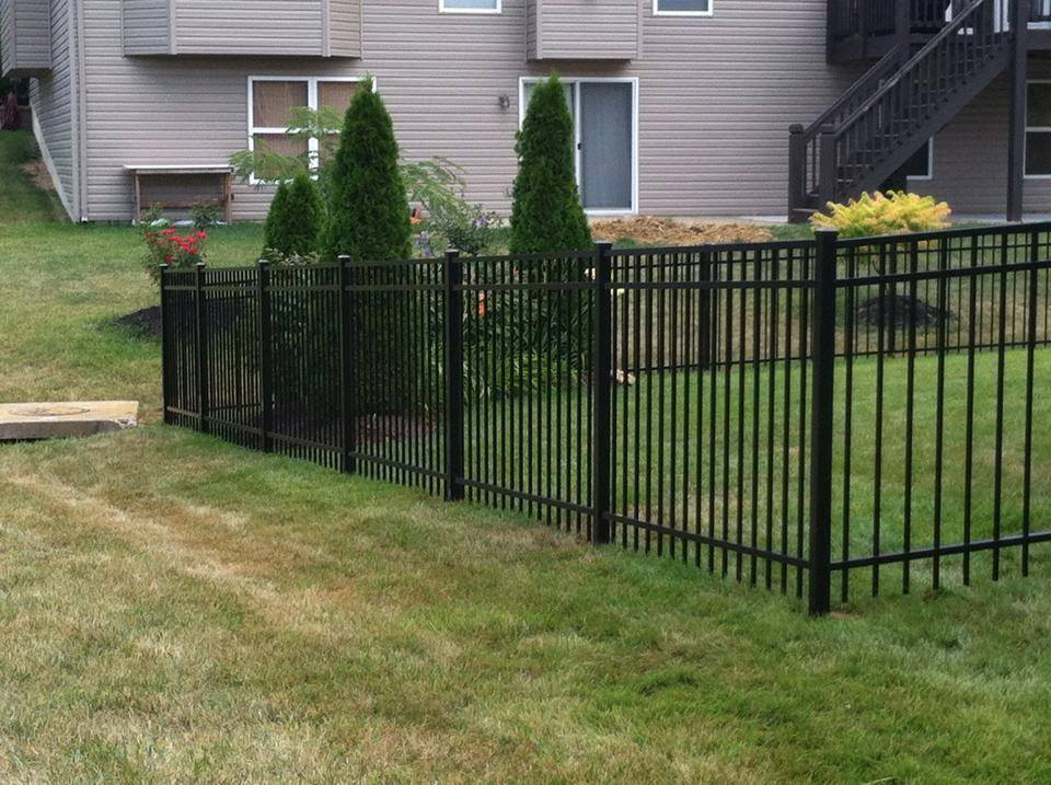 4ft Majestic 3 Rail Aluminum Fence